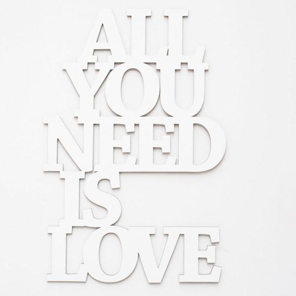 All you need is love 3D geschnittene Buchstaben