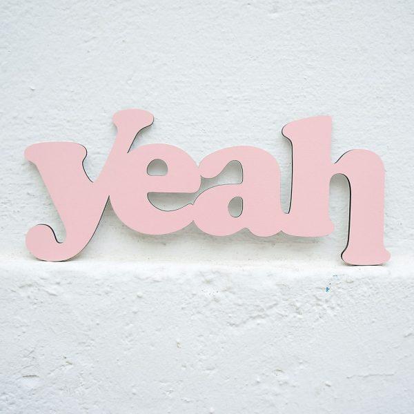 Yeah 3D geschnittene Buchstaben